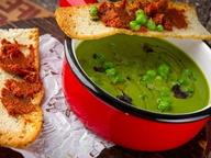 Крем-суп из зеленого горошка с каштанами