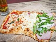 Пицца «Наполи» с салями, ветчиной, балыком и тремя сырами