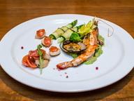 Морепродукты на овощном пюре с соусом