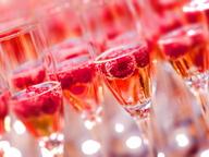 Шампанское с ягодами