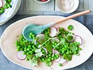 Салат из свежего горошка и редиса