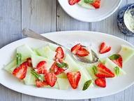 Салат из дыни и клубники