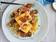 Салат из помидоров с соусом «Чимичурри» и жареным сыром Халуми