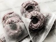 Глазированные шоколадные пончики