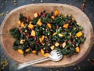 Капустный салат с хурмой и зернами граната