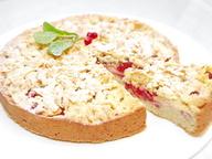 Пасхальный пирог с крушанками и яблочно-брусничной начинкой