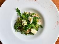 Здоровое питание: теплый салат с куриной грудкой