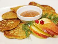 Немецкие драники с яблочным соусом