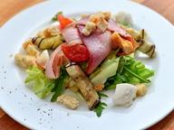 Итальянская кухня: салат «Бриндизи» с жареными баклажанами и пармской ветчиной