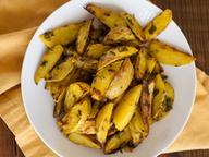 Хрустящий картофель с куркумой