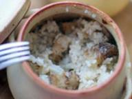 Филе хека с рисом в горшочке