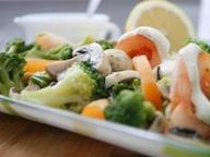 Салат из брокколи, помидоров и шампиньонов