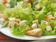 Салат из куриной грудки с сыром Дор Блю