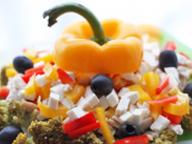 Овощной салат с курицей и сыром Фету