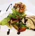 Куриная грудка фаршированная козьим сыром с салатом из медовой груши и клубники