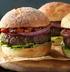Американский бургер с говяжьей котлетой и томленными томатами