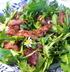 Французский салат из одуванчиков с беконом