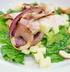 Салат с курицей, яблоками, сыром и орешками кешью